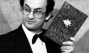 Salman-Rushdie-holding-a--002