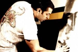 Salman-paint-Bajrangi-Bhaijaan-poster-Big