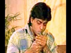 Shahrukh khan smoking live