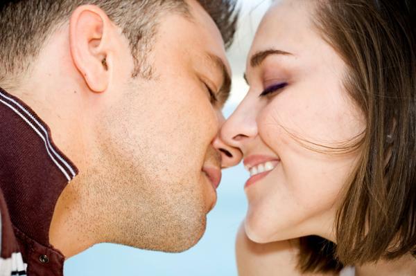 https://redredapples.files.wordpress.com/2012/07/couple-kissing1.jpg