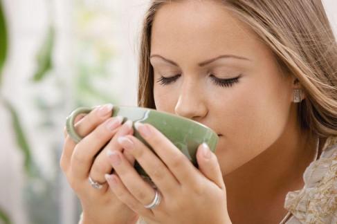 http://www.ethnichealthtips.com/wp-content/uploads/2013/11/Health-Benefits-of-Drinking-Tea.jpg