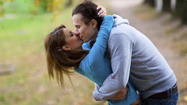 http://www.medulous.com/blog/wp-content/uploads/2013/10/kiss.jpg