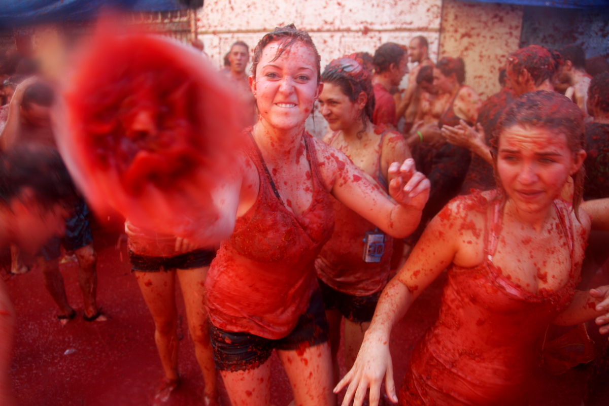 la tomatina There are plenty of theories on how the legend of la tomatina came about  la  tomatina happens in the village's tiny main street and each year thousands of.