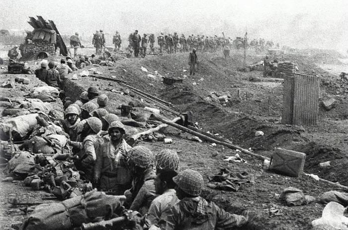 the-iran-iraq-war-troops-in-trenches-on-the-iran-iraq-border