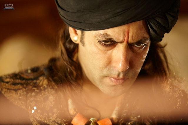 normal_Salman_Khan_and_Zarine_Khan_in_Bollywood_Movie_Veer_1