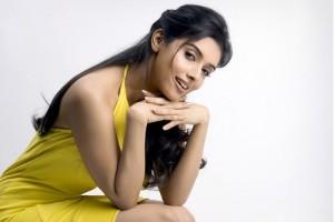 Asin-Thottumkal-Hot-in-yellow-dress