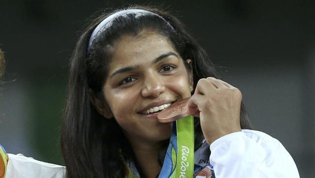 wrestling-women-ceremony-freestyle-58-kg-victory_9699c99e-64ca-11e6-98ff-20252d6fa197