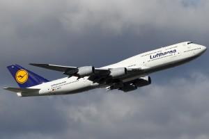 Lufthansa_Boeing_747-830_KvW-1